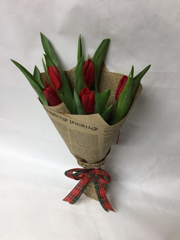 Букет с 5 тюльпанов, роз
