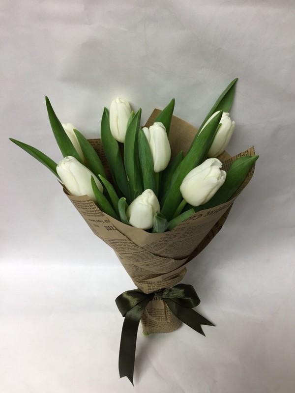 Букет из семи тюльпанов фото